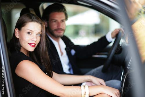 Fotografie, Obraz  Verliebtes Paar im Auto