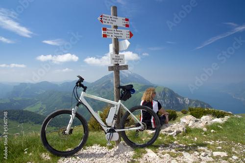 e-bike, pedelec, women, fahrrad, mountainbike, berge Canvas Print