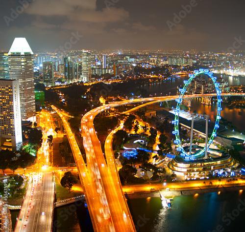 Photo  Singapore's evening cityscape