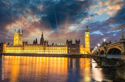 londyn-big-ben-i-westminster-bridge-o-zachodzie-slonca-anglia