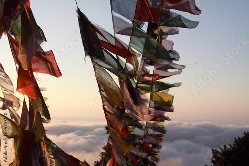 Staande foto Nepal флаги на восходе