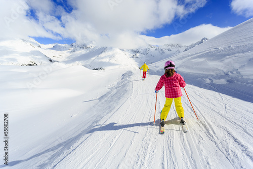 Foto-Schmutzfangmatte - Skiing, winter, ski lesson - skiers on ski run (von Gorilla)