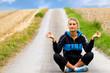 Sportlerin beim meditieren
