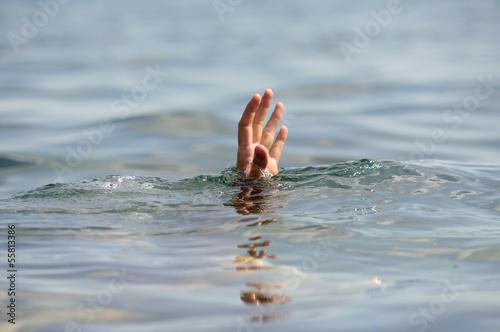 Photo hand drowning