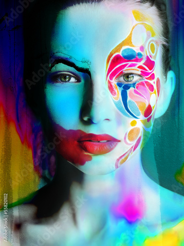 Zdjęcie XXL kolor twarzy sztuki twarzy kobiety bardzo jasne