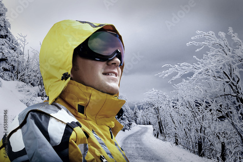 Foto-Flächenvorhang ohne Schienensystem - Portrait of man wearing a helmet and glasses on the background o (von Andrii IURLOV)