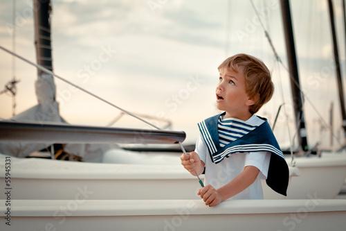 Fotografia Portrait of young sailor near yacht