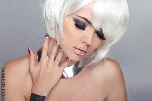 Fotografía  Fashion Beauty Blond Girl. Woman Portrait with White Short Hair.