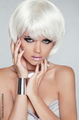 fashion-blond-girl-portret-kobiety-uroda-biale-krotkie-wlosy-iso