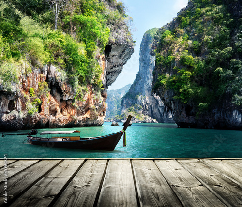 Fotomurales - long boat and rocks on railay beach in Krabi, Thailand