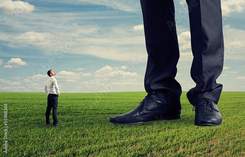 Fotografía man looking at his big boss