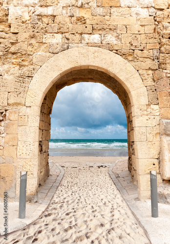 Canvas Print Archway leading to beach