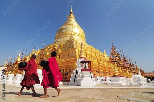 Poster Temple Shwezigon Paya, Bagan, Myanmar.