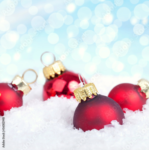 Rote Christbaumkugeln.Rote Christbaumkugeln Im Schnee Buy This Stock Photo And
