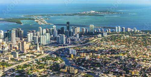 Plakat antena miasta i plaży w Miami