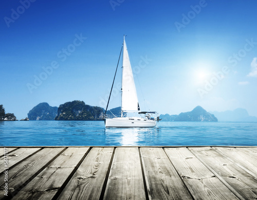 Fotografia  yacht and blue water ocean