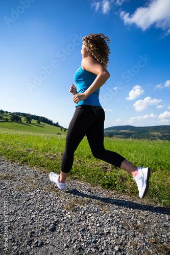 Foto-Schmutzfangmatte - Woman running outdoor (von Jacek Chabraszewski)