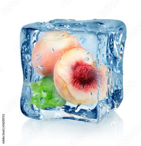 Staande foto In het ijs Ice cube and peach