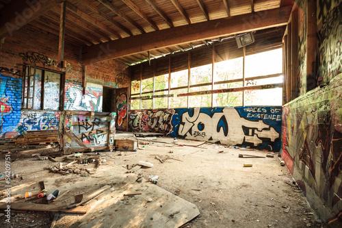 Papiers peints Les vieux bâtiments abandonnés Abandoned warehouse in natural light