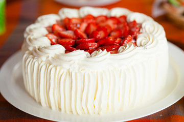 FototapetaDelicious strawberry cake with strawberries and whipped cream