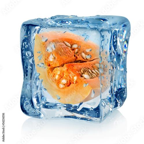 Staande foto In het ijs Pumpkin in ice cube