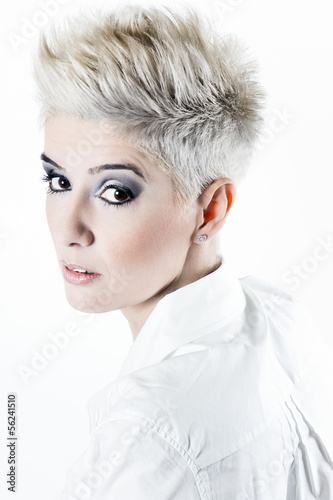 Fotografía  young  woman with White Short Hair