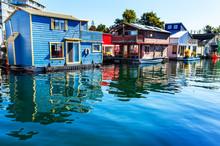 Floating Home Village Houseboa...