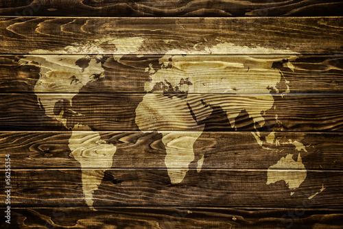 Światowa mapa na drewnianym tle