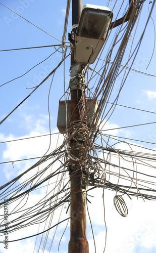 Messy wires © nikilitov