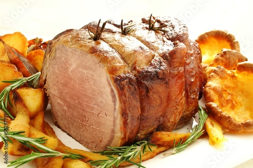Fotografie, Obraz  roast beef joint with vegetables