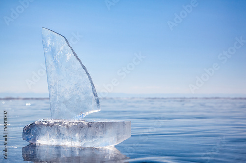 Poster de jardin Arctique Ice yacht on winter Baical