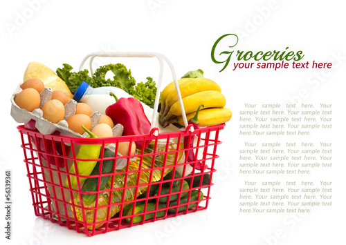 Fotografía  Shopping basket with groceries