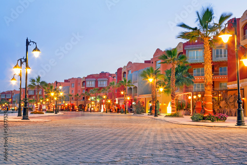 Tuinposter Egypte Beautiful architecture of Hurghada Marina at dusk in Egypt