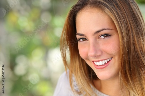 Fotografía  Beautiful woman with a whiten perfect smile