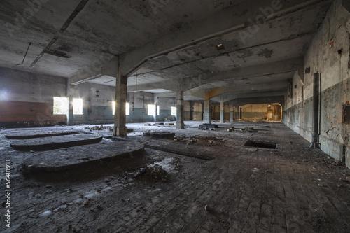 Canvas Prints Narrow alley opuszczona hala fabryczna