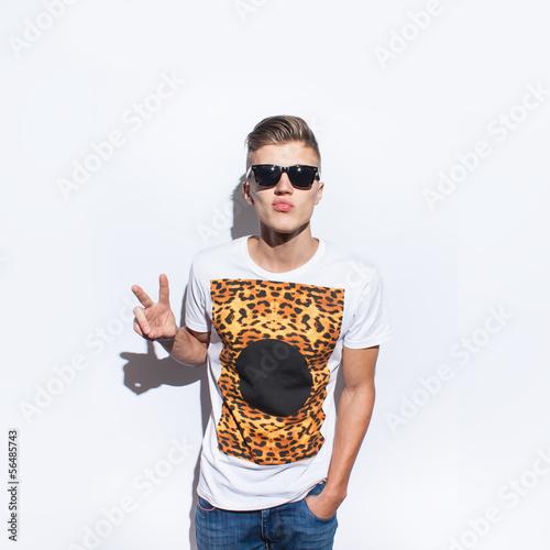 Fotografie, Obraz  funny hopster man with hipster glasses smiling