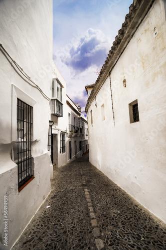 Fotografía  Narrow white street in Arcos de la Frontera, Cadiz (Andalusia).