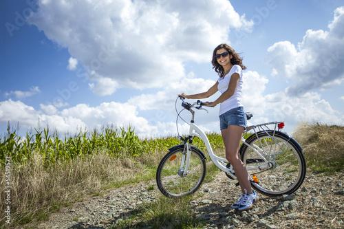 Fototapeta Pretty girl pose with bike obraz na płótnie