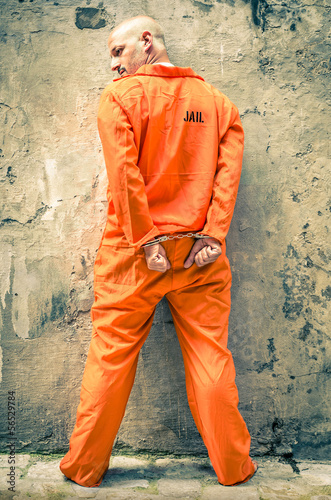 Fotomural Dead Man Walking - Prisoner with Handcuffs standing proud