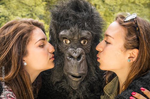 Photo  Two Girls kissing a Gorilla