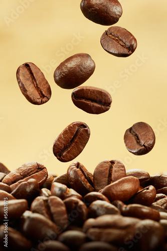 ziarna-kawy-spadaja