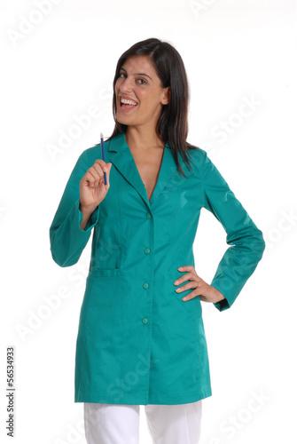 Foto  Joven mujer médico en fondo blanco.Odontólogo.