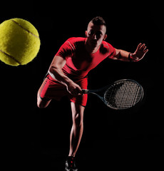Panel Szklany Tenis Tenista sujetando una raqueta de tenis.