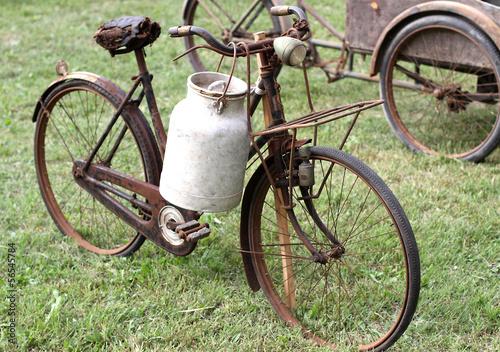Deurstickers Fiets rusty bikes of ancient milkman with aluminium drum