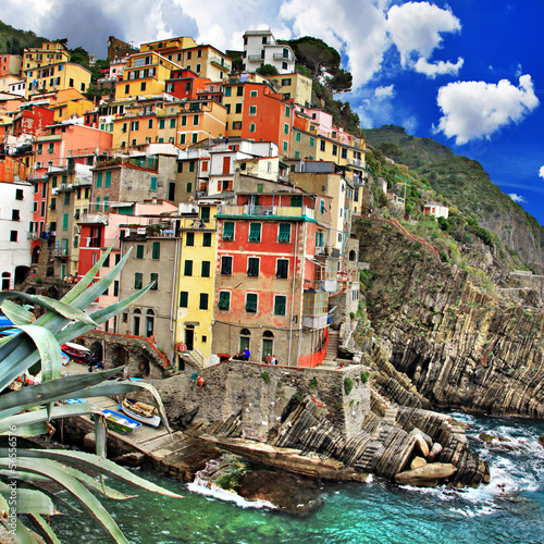 malownicza-wioska-rybacka-riomaggiore-cinque-terre-wlochy