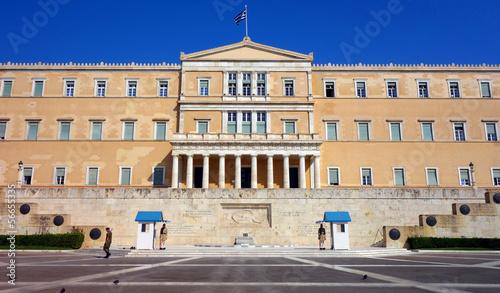 Staande foto Athene Le Parlement de Grèce et sa Garde par les Evzones à Athènes