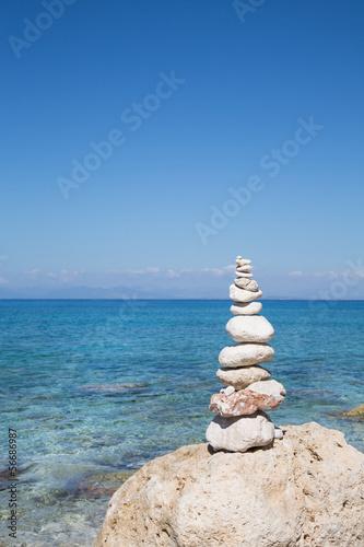Naklejka na szybę Symbol für Kraft, Mut, Gleichgewicht; Konzept, Hintergrund blau