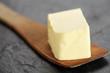 Butter auf Holzlöffel