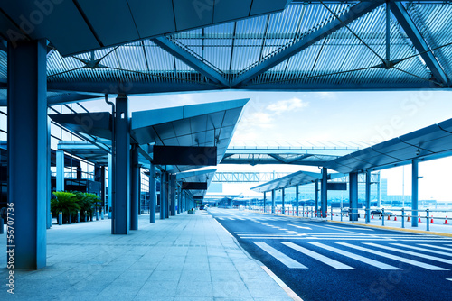 Staande foto Luchthaven Shanghai Pudong Airport road