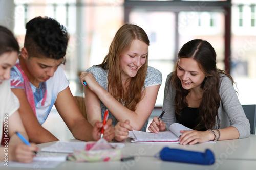 Fotografía  Schüler beim Lernen